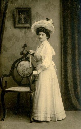 Una preciosa fotografía de mi bisabuela Fidela Alonso (1888-1966) tomada en agosto de 1908. Santander.
