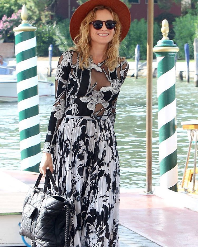 """""""Can't get enough of Diane Kruger in this Thakoon cutout number. See all the stars attending the 2015 Venice Film Festival in style at eonline.com/style!…"""""""