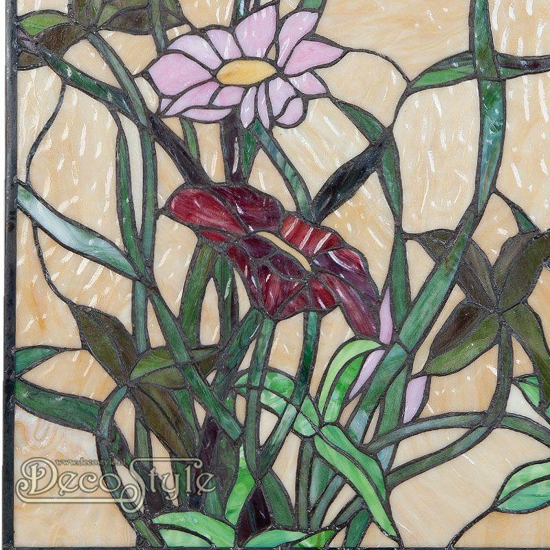 Een bijzonder mooi Tiffany Raampaneel met bloemen. Kan ook aan de wand worden gehangen. Helemaal met de hand gemaakt van echt Tiffanyglas. Dit originele glas zorgt voor de warme uitstraling. Met ketting om het paneel op te hangen. Afmetingen: Hoogte: 61 cm Breedte: 41 cm Diepte: 0.7 cm
