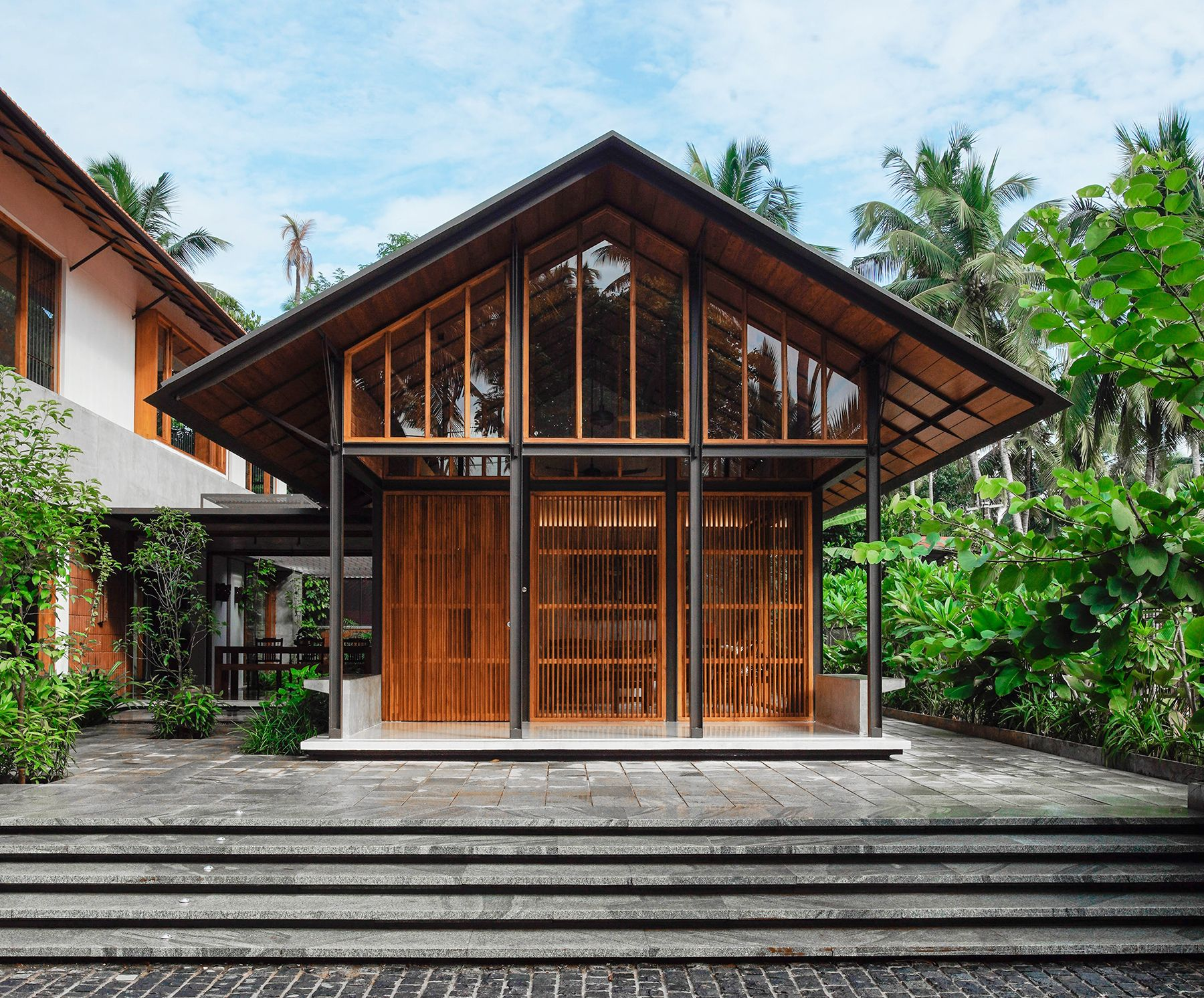 Traditional Affinity House Thought Parallels House Roof Architecture Traditional House