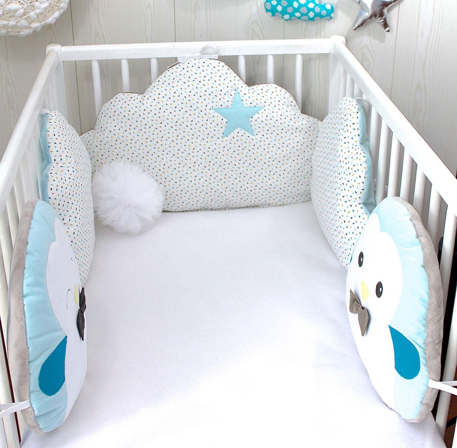 tour de lit b b nuage et petits pingouins bleu taupe et blanc crochet tour de lit b b. Black Bedroom Furniture Sets. Home Design Ideas