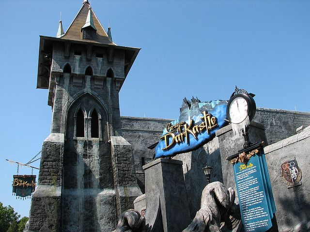 f51f0f4083d9e45a90c29f4d9edc9f86 - Curse Of Darkastle Busch Gardens Williamsburg