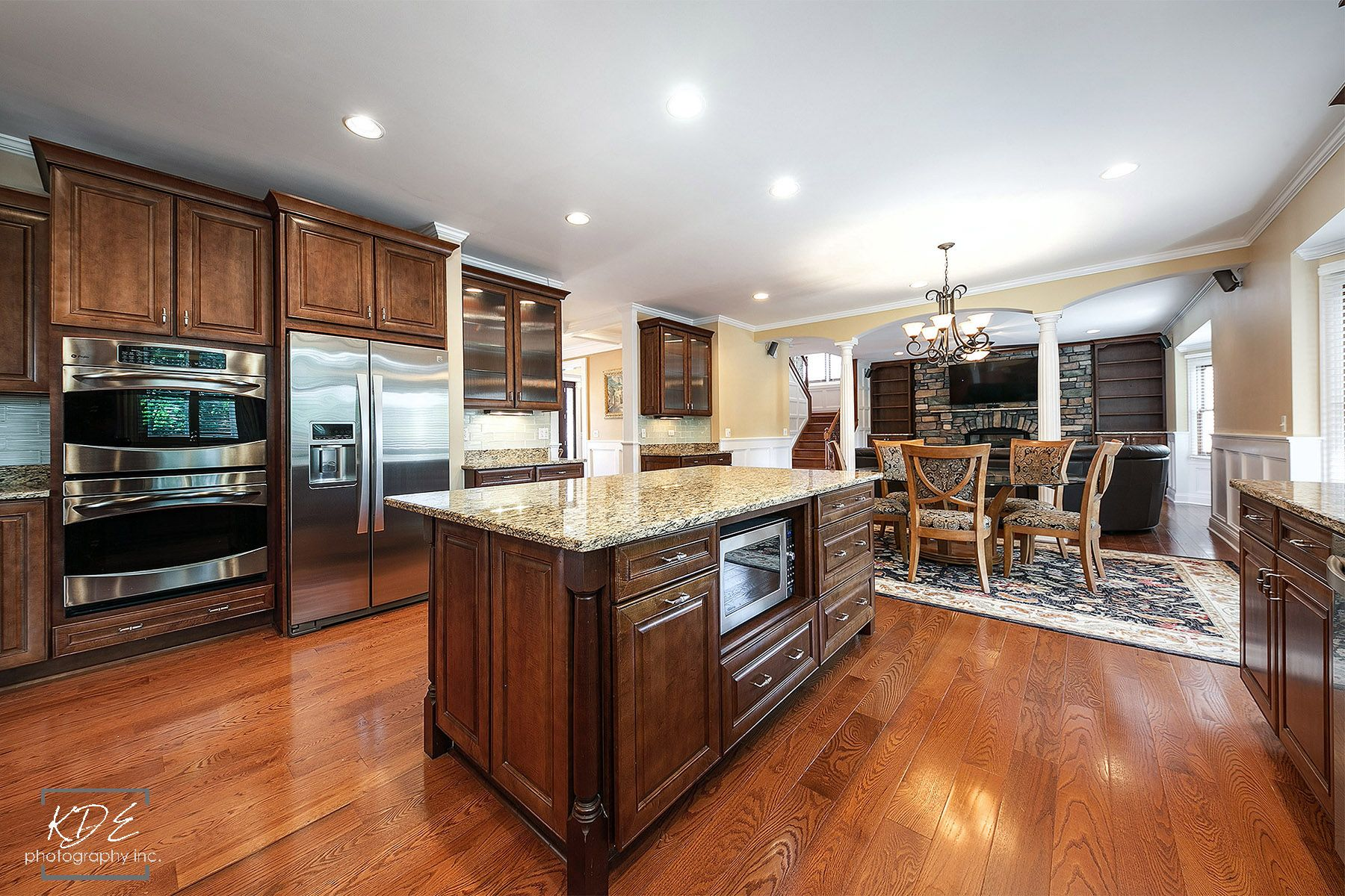 Gourmet kitchen whuge center island 7x4 granite