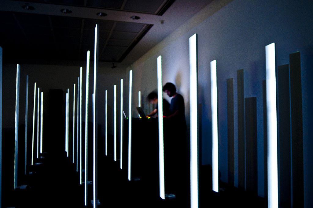Imposition, un performance de Edisonnoside y Daniel Schwarz.