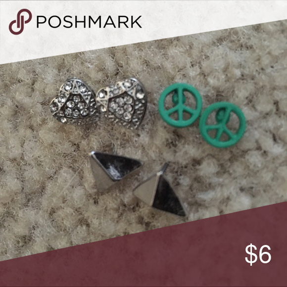 Download Earring Bundle 💖 🏼️Peace love and happiness earrings💜 Can ...