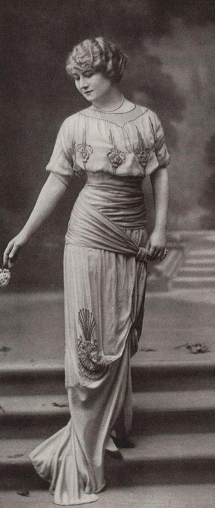 Abendrobe 1913 #20erjahrefrauenmode #Abendkleid #abendrobe ...