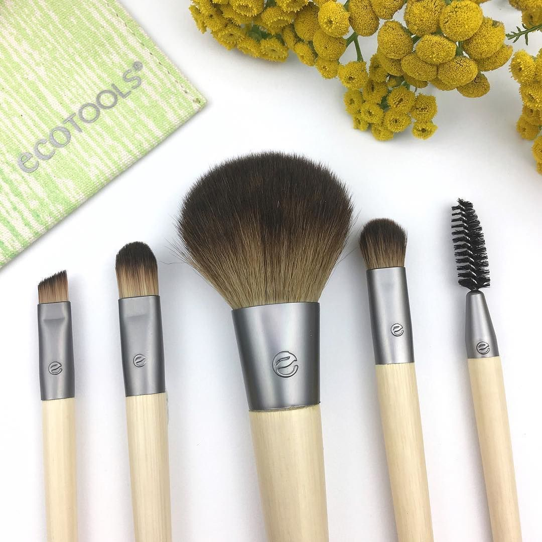 Loving the fresh redesign of the Ecotools brushes. Their