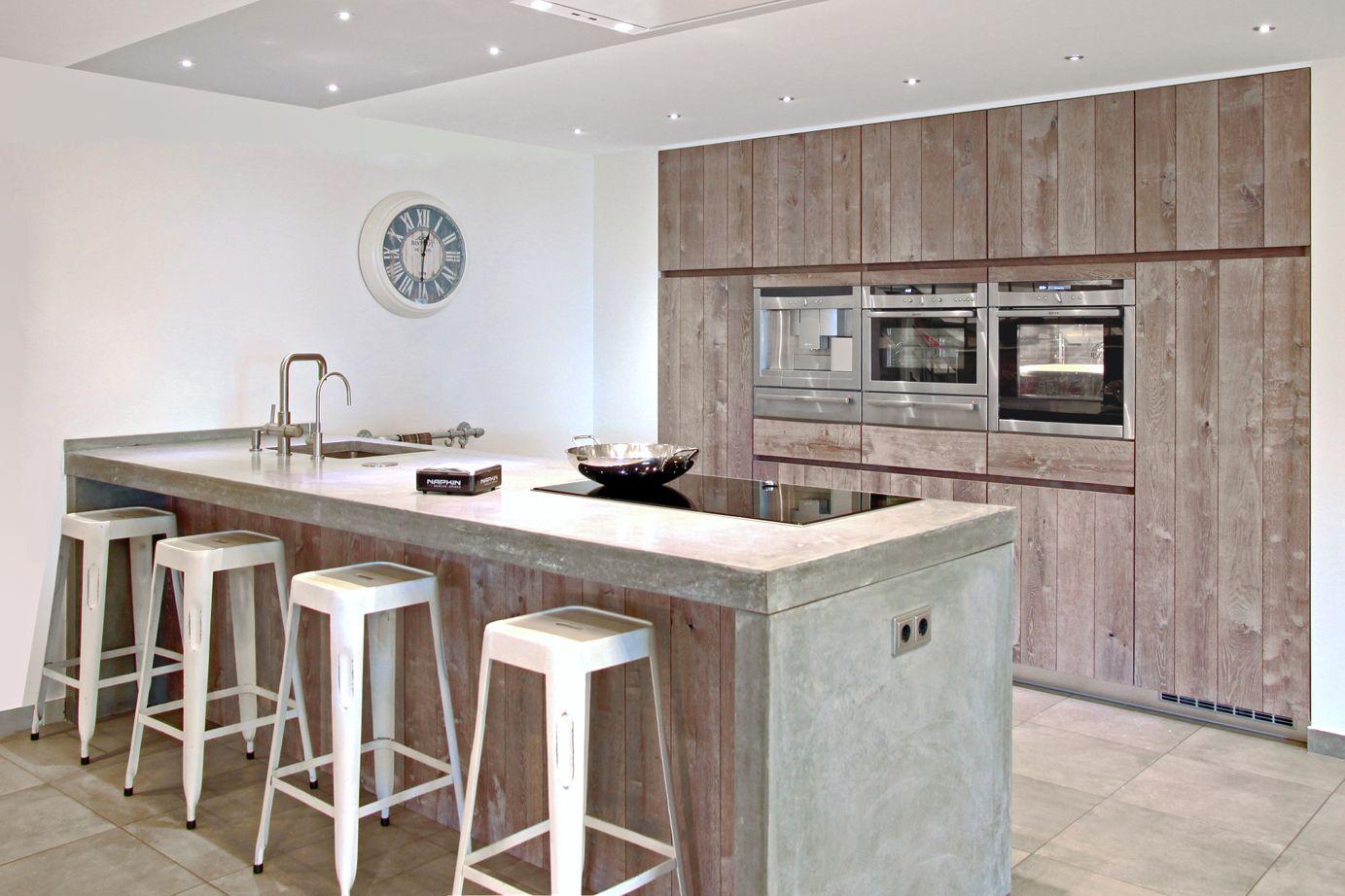 Keuken Houten Schiereiland : Greeploze keuken met kookeiland hout db keukens kombuis in
