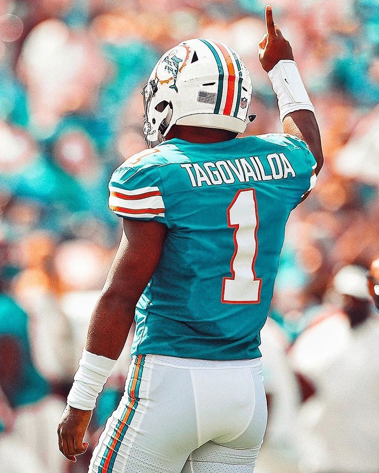 The Two Highest Selling Jersey S In The Nfl Shop Right Now Are Tua Tagovailoa Aqua And Tua Tagova In 2020 Miami Dolphins Football Dolphins Football Nfl Football Art