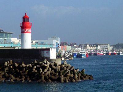 Phare à l'entrée du port du Guilvinec (Finistère sud)