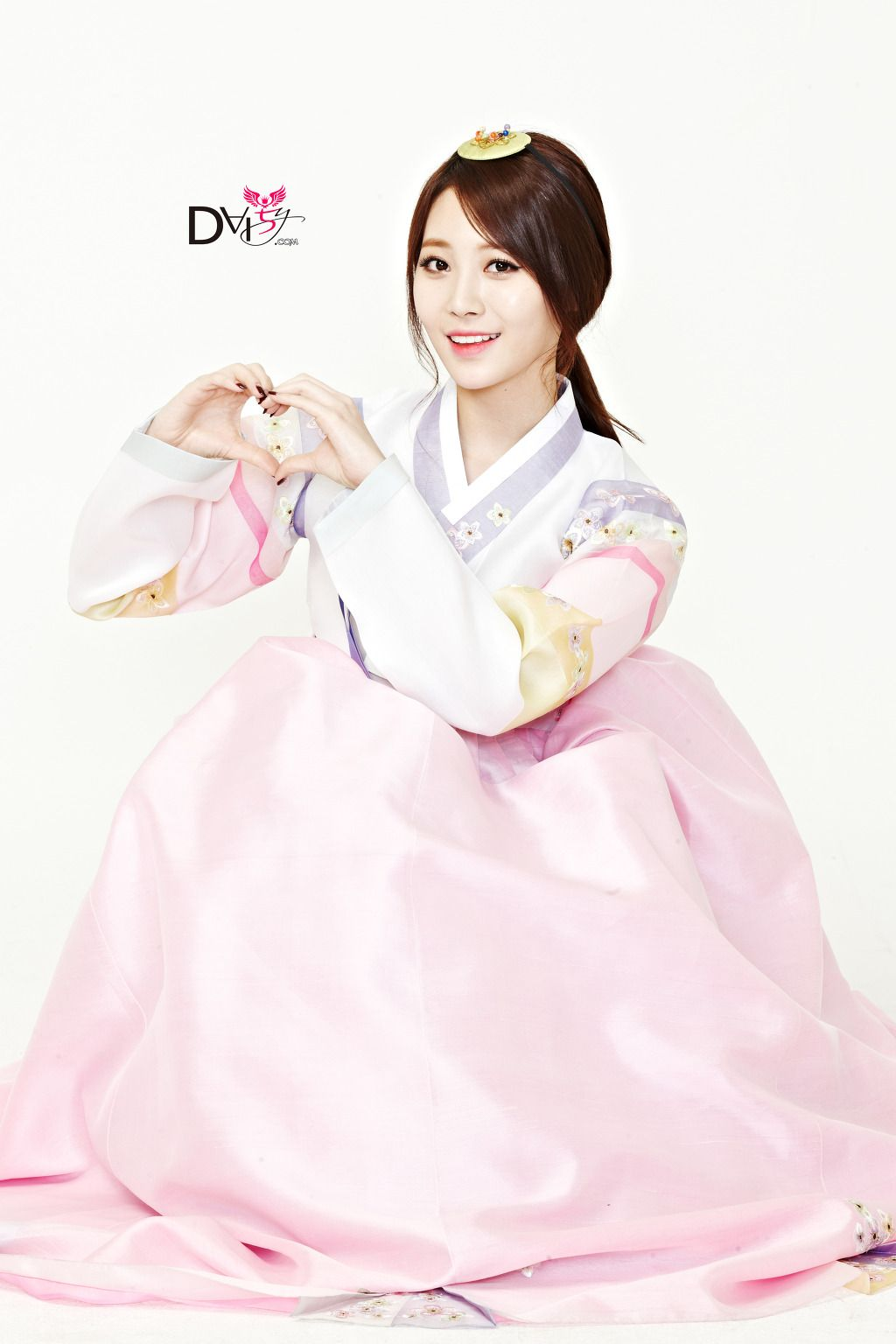 Girls day yura in hanbok lunar new years greeting hanbok kpop girls day yura in hanbok lunar new years greeting kristyandbryce Images