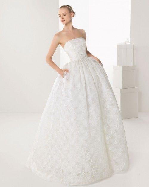 vestido de novia con bolsas corte princesa y con escote strapless