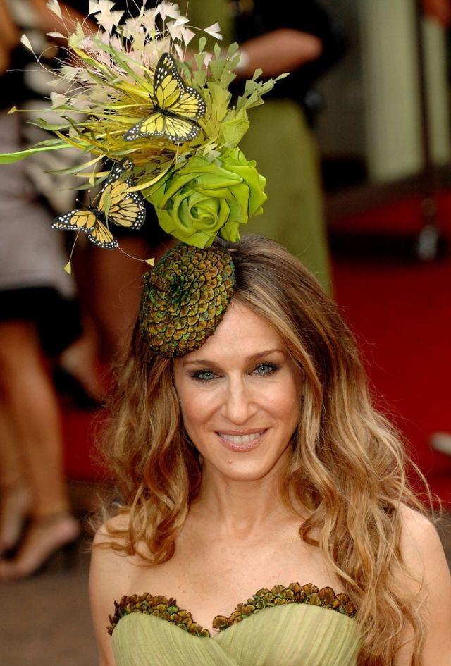 afe58713de7 5 Designer Philip Treacy Hats Worn By Sarah Jessica Parker