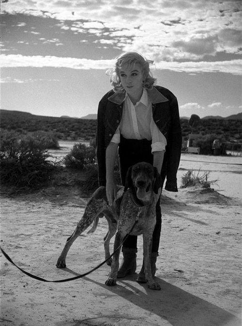 Marilyn Monroe on the set of The Misfits (1961, dir. John Huston ...