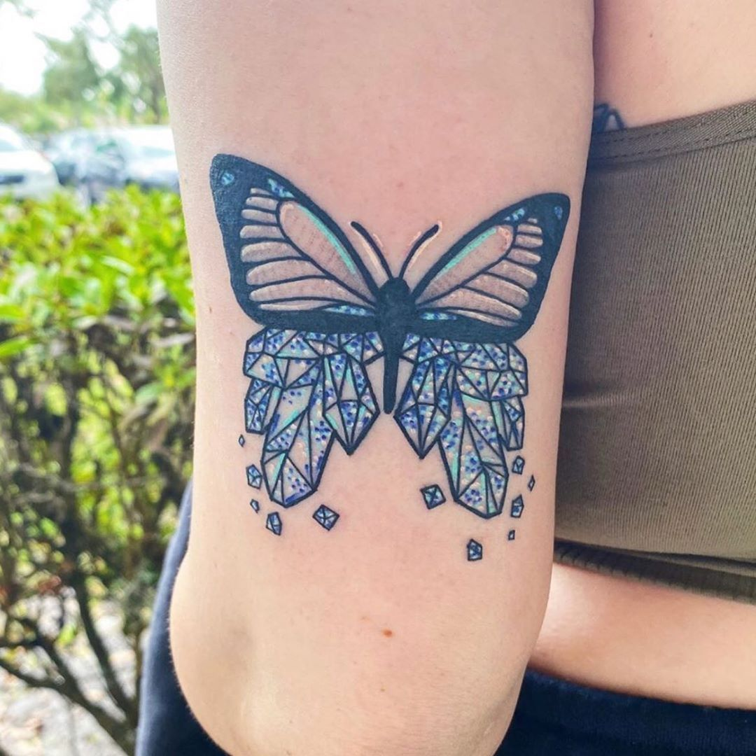 This stunning crystal butterfly was done by our artist @miagonzalestattoo 🦋 interested in her work? Go give her a follow! ♠️♥️♣️♦️♠️♥️♣️♦️♠️ We're located at 4953 Le Chalet Blvd or give us a call at (561) 777-7306. ♠️♥️♣️♦️♠️♥️♣️♦️♠️ #walkinswelcome #aceshightattooboynton #aceshightattooshop #boyntonbeach #westpalmbeach  #lakeworth #jupiter #stuart #southfloridatattoo #tattooer #tattooideas #tatted #tattooed #tattooshop #tattooink #tattooist #tattedup #tattooshop #tattoo #tattoos #tattoosnob #m