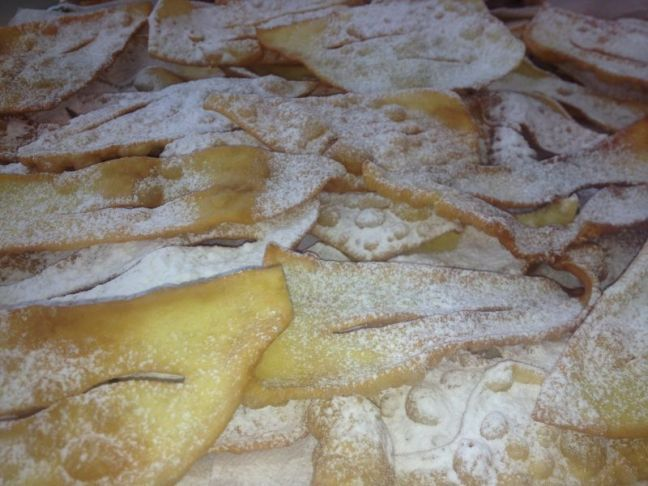 Whether you call them chiacchiere frappe or bugie you for Nuove ricette italiane