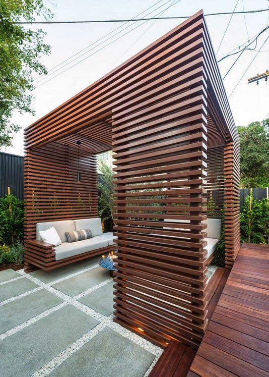 Diseño de una moderna terraza de madera de una casa en la ciudad