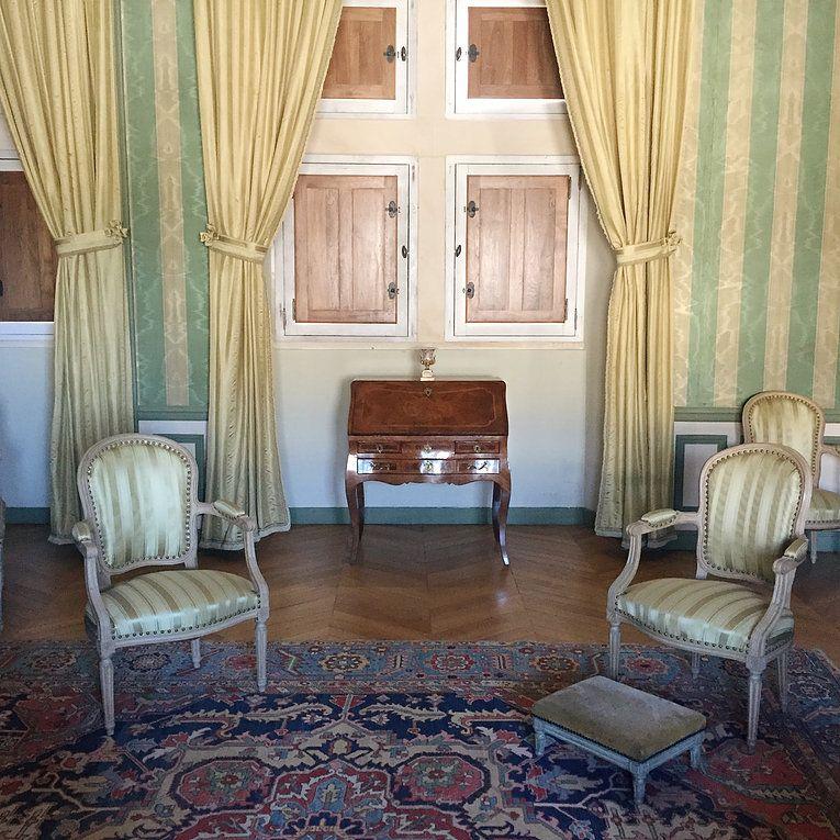Le Chateau De Grignan Le Petit Versailles Du Sud O Mon Chateau Grignan Interieurs Francais Noel Au Chateau