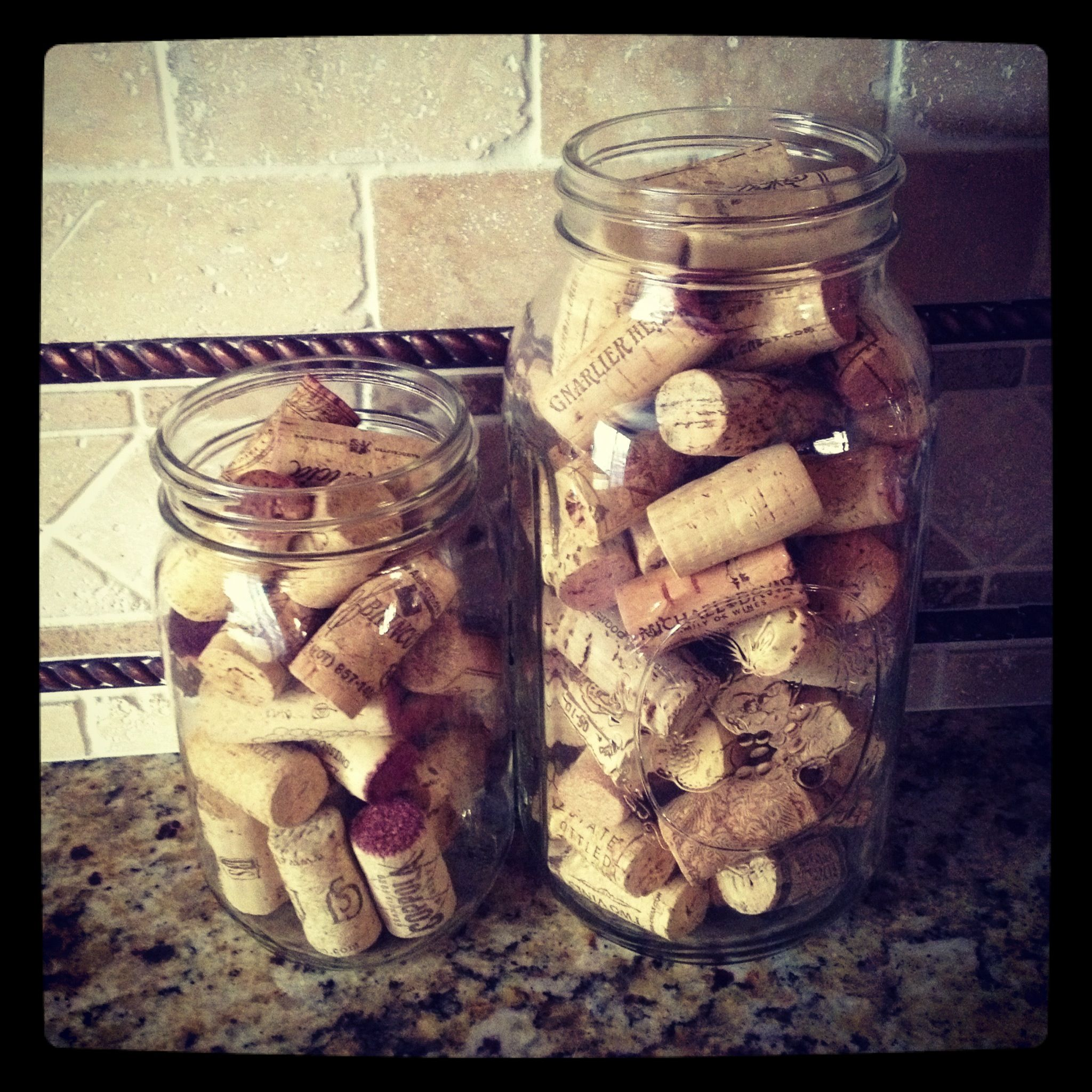Mason jars wine corks easy diy kitchen decor diy for Kitchen jar decoration