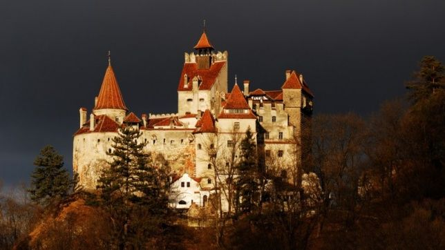 Castello Halloween.Castello Di Bran Romania Halloween Party Halloween Specials