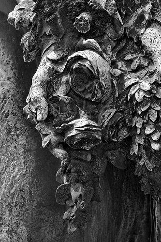 Statue 008 (Cimetière du Montparnasse, Paris). Photo : Michel-Philippe lehaire. Tirage sur papier d'art sur commande - Fine art print on demand (Digigraphie®).