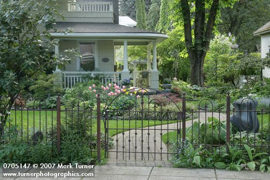 Pin By Darren Hoff On House Front Yard Garden Design Home Landscaping Iron Fence