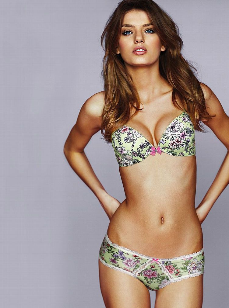 Bregje, color, lace, print, and comfort love.