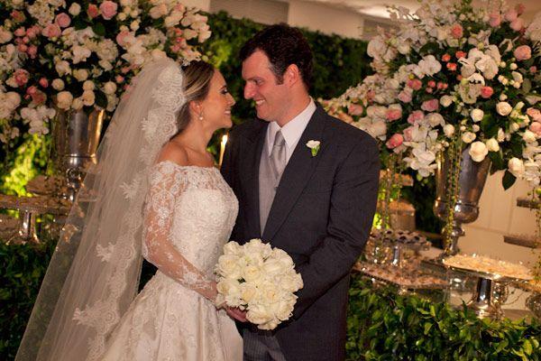 A Bruna Pacíficofez um diário ao longo dos preparativos do seu casamentoem seu blog (vale a pena ler!), onde contou sobre suas escolhas, os chás, o casam