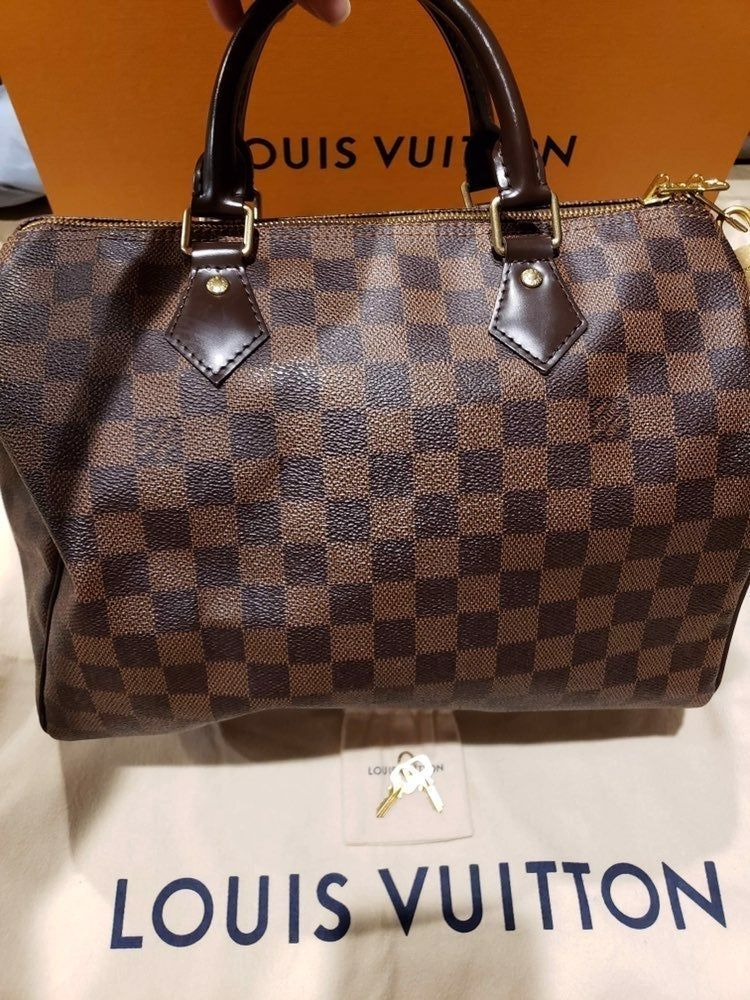 Authentic Lv Speedy Bandouliere 30 Excellent Used Condition Purchased April 2018 Includes Purse Du Louis Vuitton Louis Vuitton Speedy Bandouliere Luxury Bags