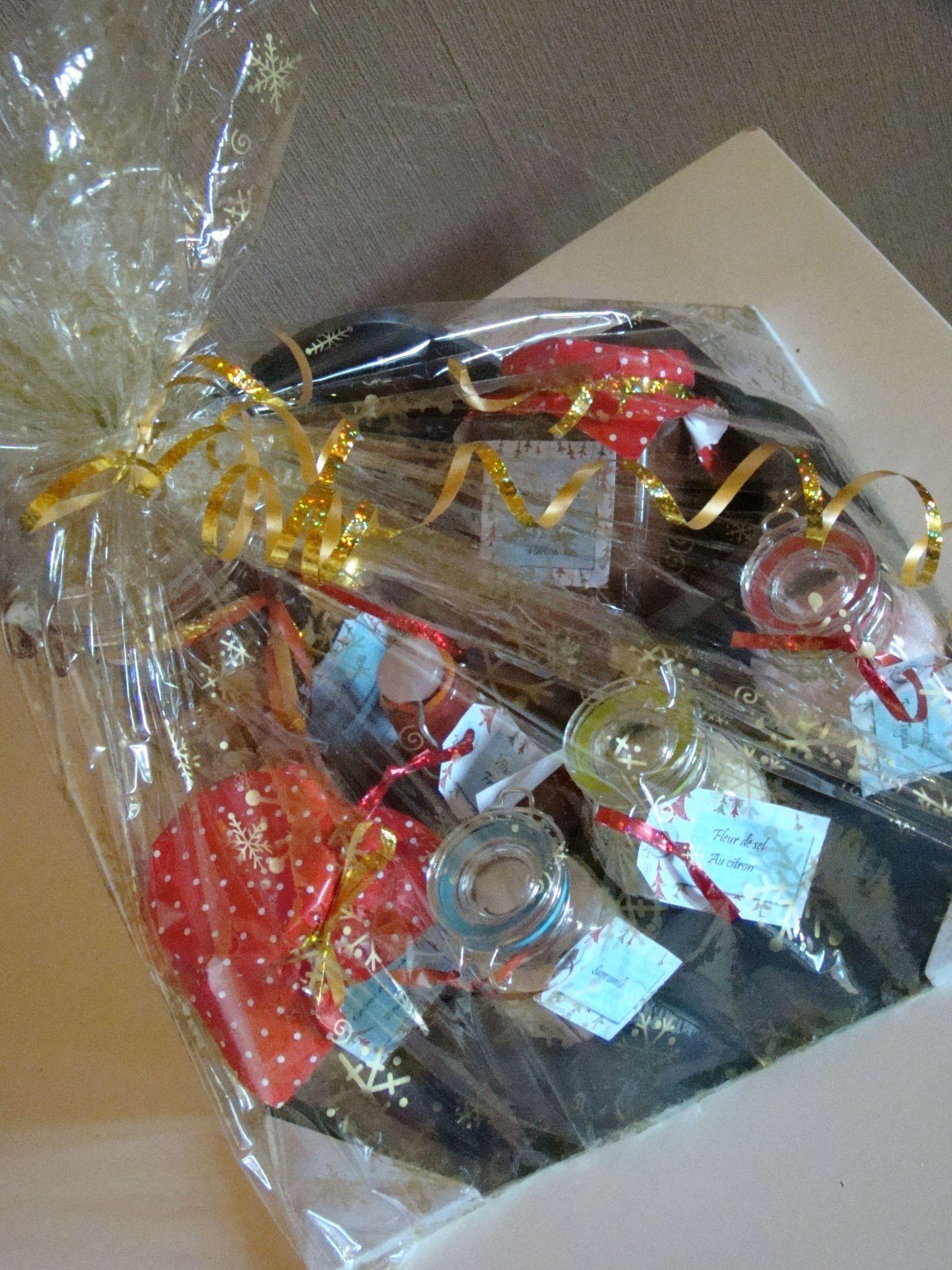 Panier gourmand de Noel - Creamylicious   Panier gourmand noel, Cadeaux de noël faits maison et ...