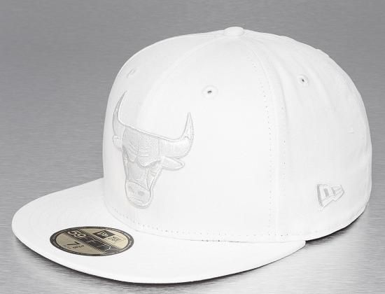 ade488a08 Chicago Bulls White 59Fifty Fitted Baseball Cap by NEW ERA x NBA ...