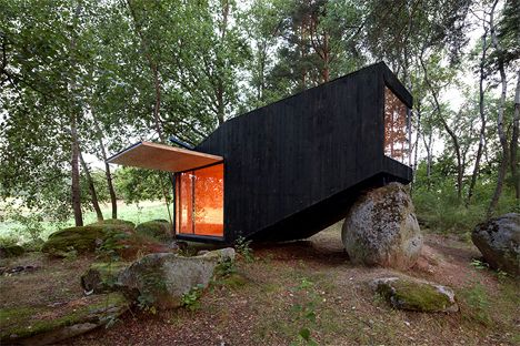 Ark in the Woods: Forest Getaway Balances Atop a Boulder
