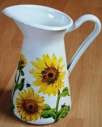 Metallkanne-Sonnenblumen-und-Bienen  http://bastelzwerg.eu/wunderschoene-Metallkanne-Sonnenblumen-und-Bienen?source=2&refertype=1&referid=168