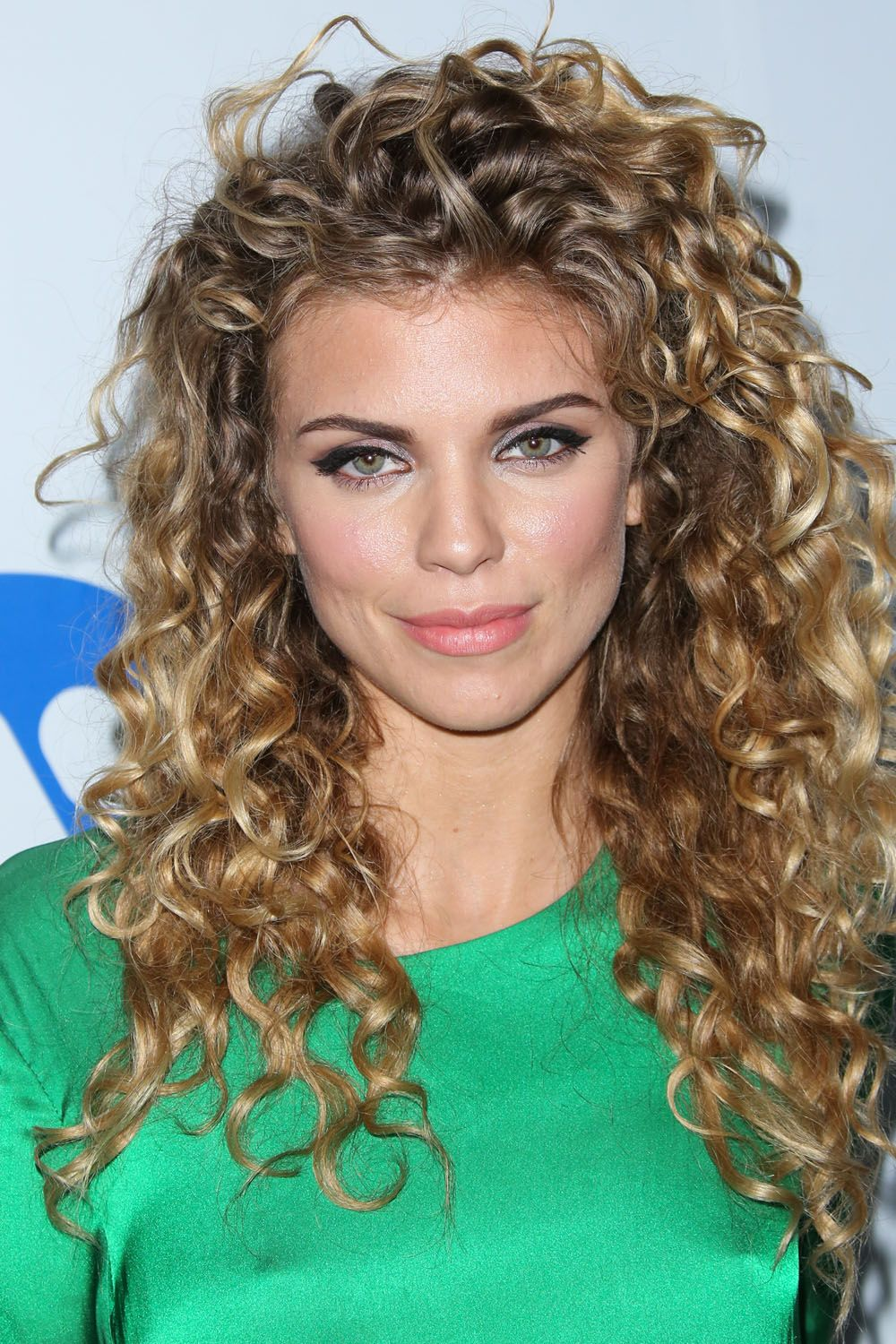 "This no-part style with extra body around the crown perfectly showcases AnnaLynne's curls, and the ""unkempt look"" actually helps pull her outfit together, says Rivas. Recreate the look by letting hair dry naturally, or if you need a little control, tousle hair with a light serum and then let air-dry. - Redbook.com"
