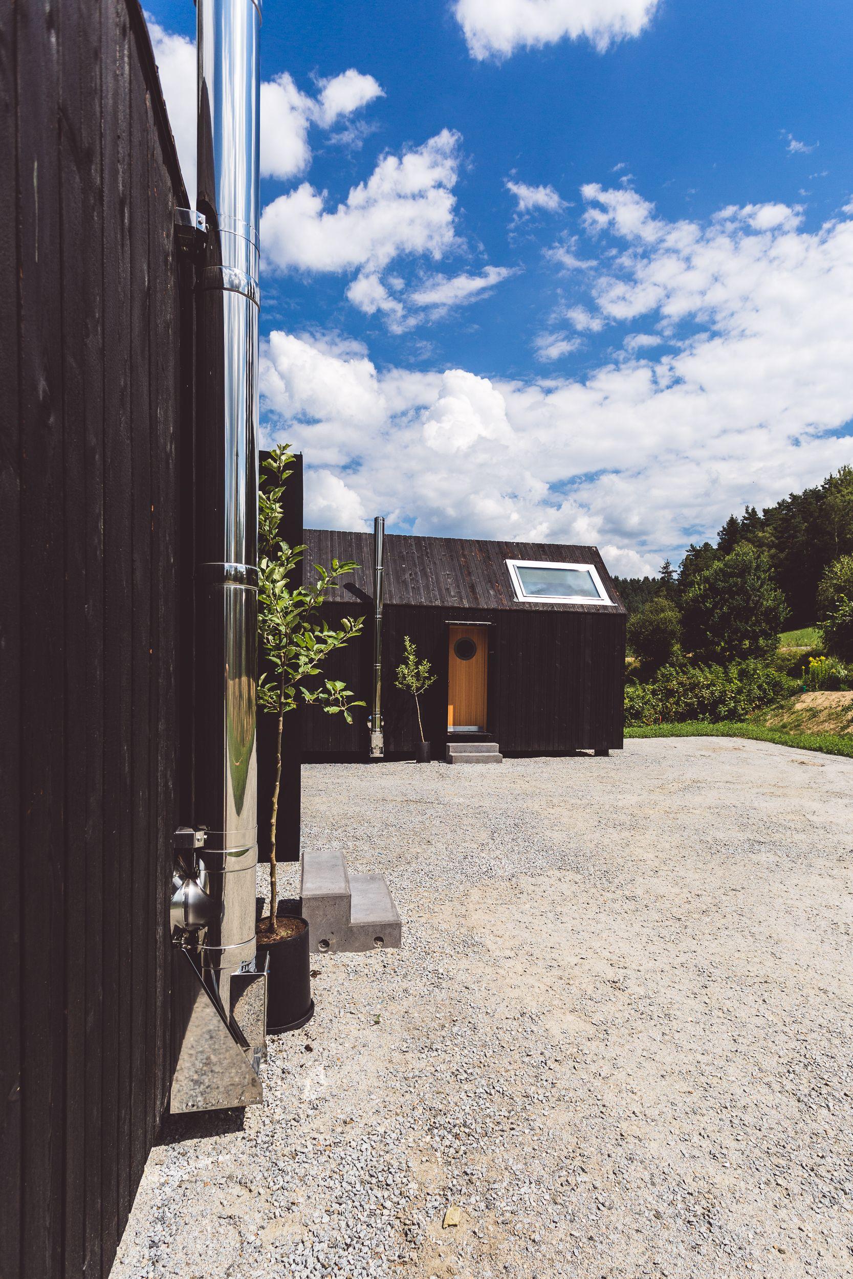 Tinyhouse - Die Schwarzen Häuser am Schwarzen Regen beim Adventure ...