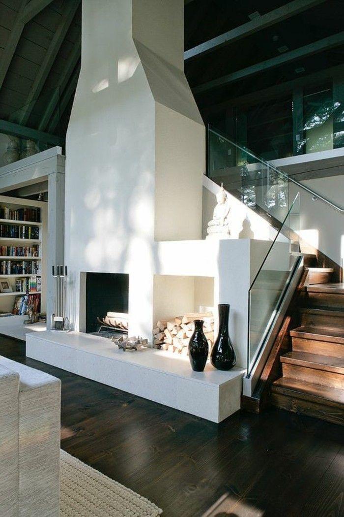 Treppe mit glasgeländer und großer kamin · modern fireplacesfire placesstaircaseshome decordesign ideasinterior design inspirationbeautiful