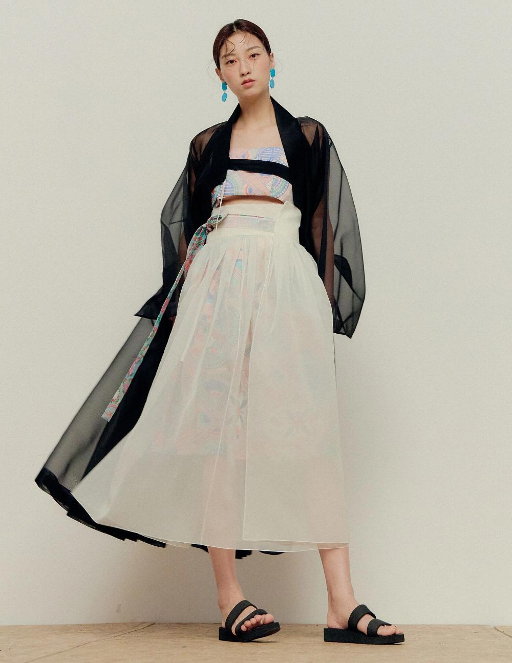 A Centuries-Old Korean Style Gets an Update  Korean fashion