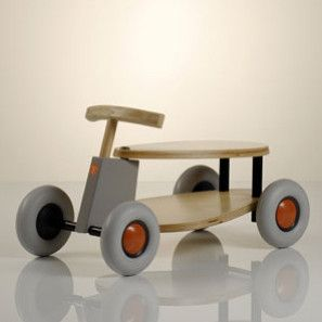 Sirch SIBI Flix wooden ride-on car at angle