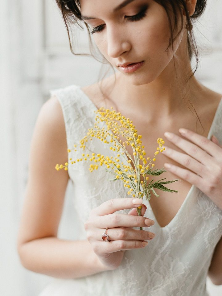 Yellow Mimosa Flowers Inspired Wedding Shoot | fabmood.com #wedding #springwedding #yellowwedding #weddinginspiration