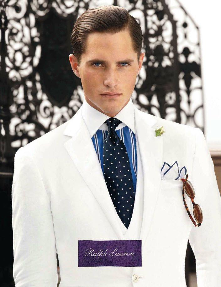 Valge ülikond ja särk valgekraele