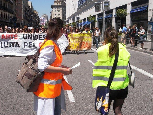 23/05/2012 - Manifestation d'étudiants barcelonais en arts. Ils souhaitent la reconnaissance de leur diplôme. (Maxence Kagni)
