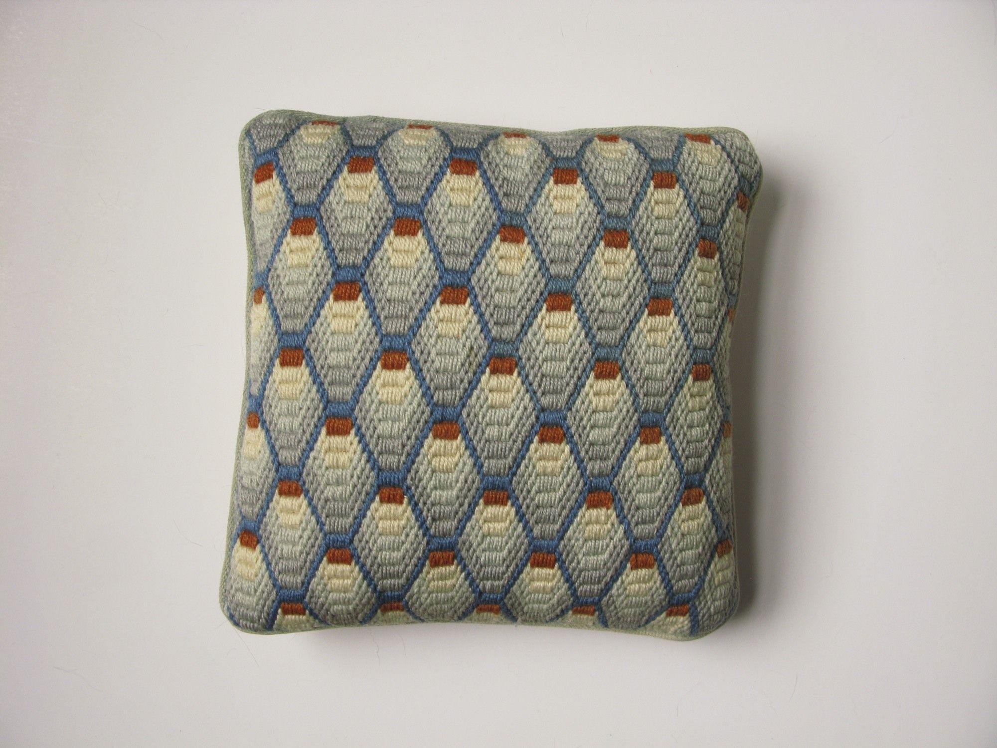Bargello Needlepoint Pillow | florentino | Pinterest | Bordado ...