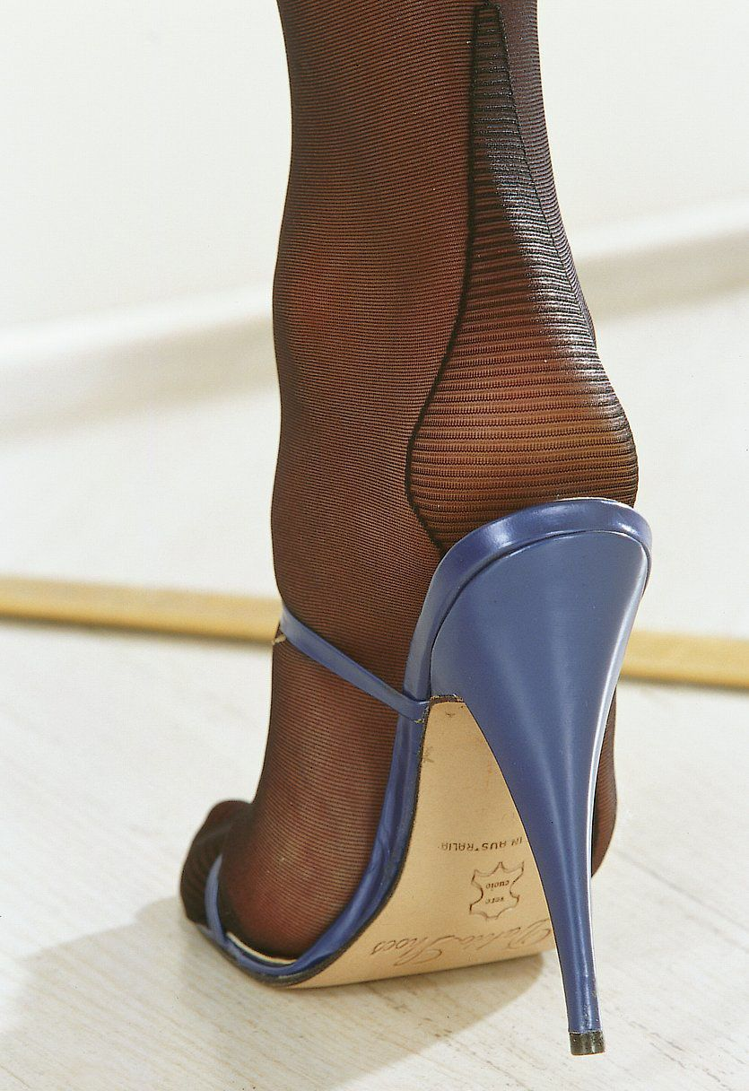 toleerthrusheersilk close ups nylons high heels pinterest schuhe strumpfhose und. Black Bedroom Furniture Sets. Home Design Ideas