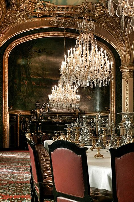 Exquisite.THIS ULTRA FORMAL/EUROPEAN FORMAL GRAND DININGROOM IS LOADED W/REGAL DESIGN & ACCESSORIES. THE 10 FT DINING TABLE IS TOPPED 3 CRYSTAL CHANDELIERS 2FT IN DIAMATER THAT R DRIPPING WITH AUSTRIAN CRYSTAL. THE GOLD GILDED ARCHED DOUBLE TRIM&COLUMNS R ORNATELY DESIGNED. THE CEILINGS GOLD GILDED ORNATE ARCHITECTURAL DESIGN FRAMES THE CEILINGS MURAL THATS A CONTINUATION OF THE MURAL ON THE WALL. THE DININGROOMS DECOR BEFITS, FRENCH COUNTRY,OLDWORLD,ITALIAN OR TUSCAN DECORS,CHERIE