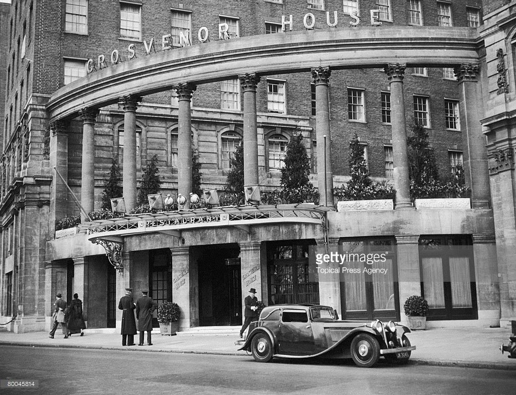 The Entrance To The Grosvenor House Hotel In Park Lane London Circa Grosvenor House Hotel London History Grosvenor Hotel London