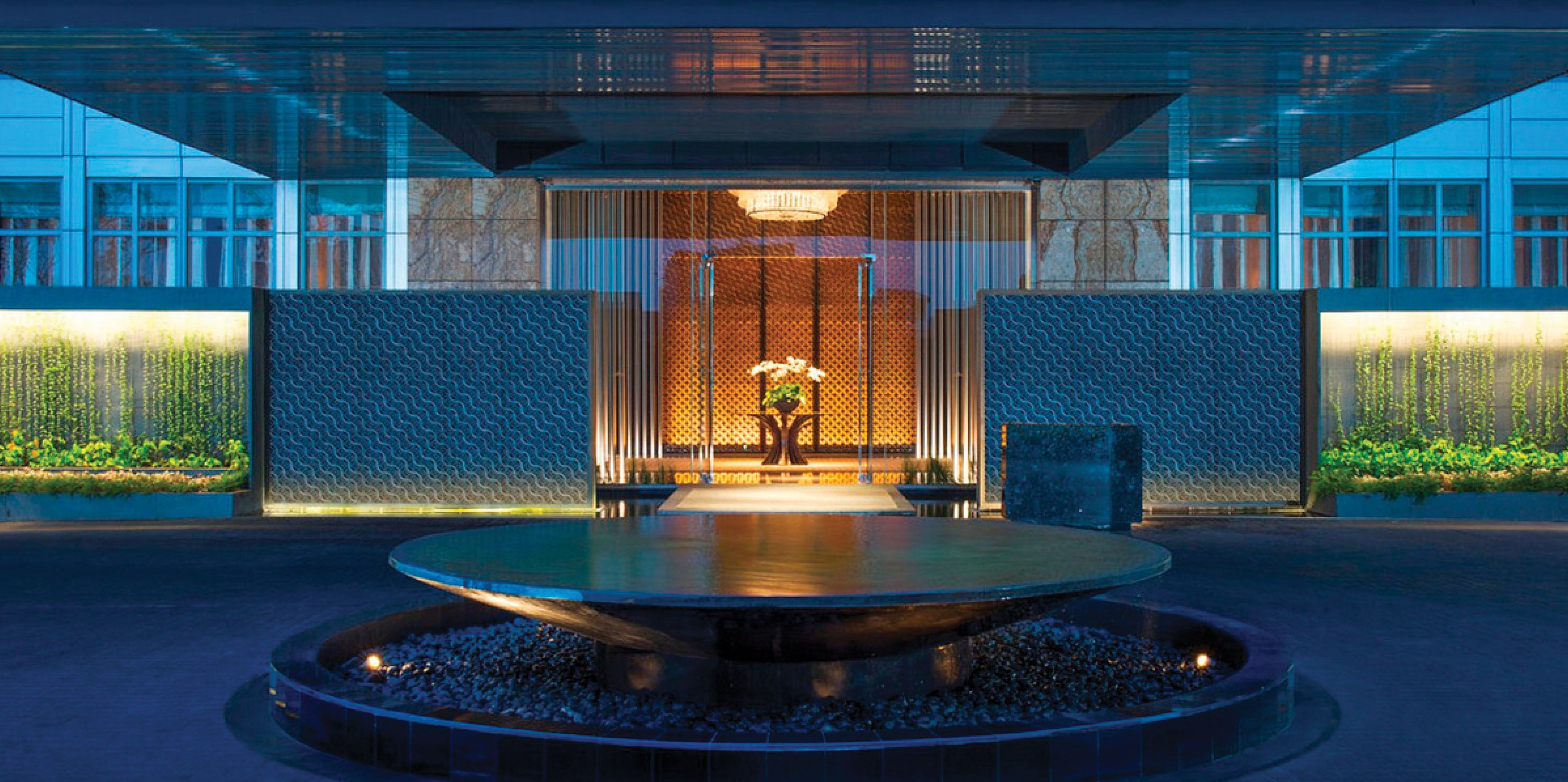 Scda luxury collection keraton indonesia entrance for Hotel entrance decor