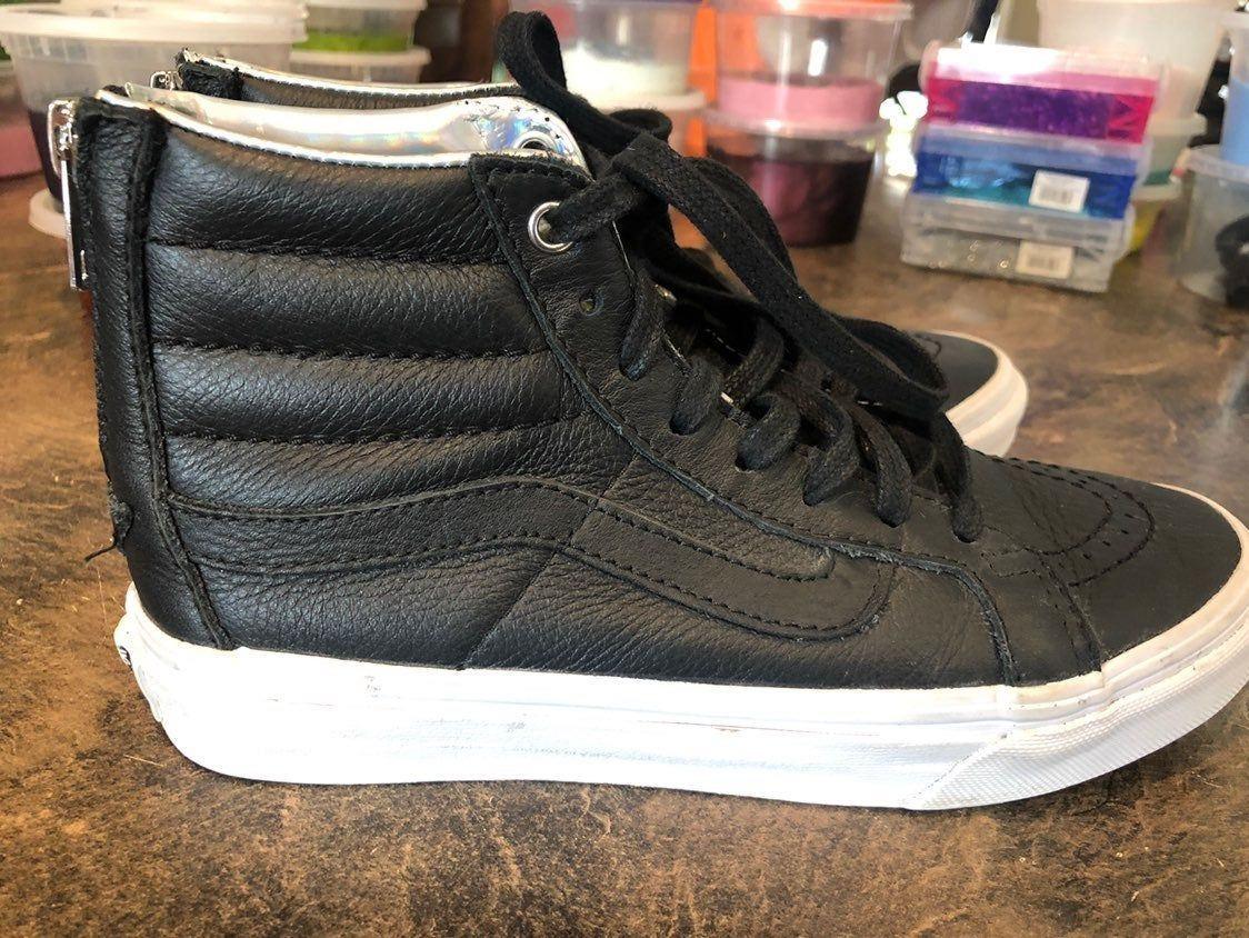 Black Girls Hightop Leather Vans Size 5 0 Women 3 5 Men They Fit My 10 11 Year Old Daughter Super Cute Shoes Zipper On The Ba Leather Vans Vans Cute Shoes