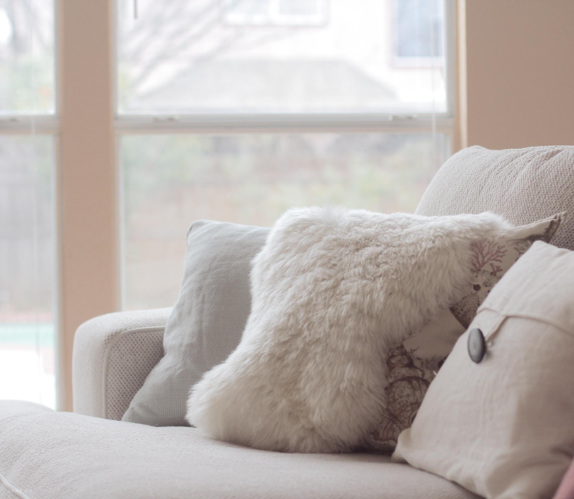 طريقة غسل الفرو مدونة أروى Throw Pillows Pillows Sweet Home