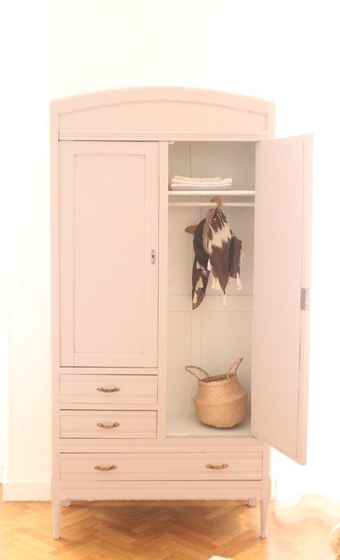 armoire parisienne chambre enfant vieux rose trendy little 9 little ones pinterest. Black Bedroom Furniture Sets. Home Design Ideas