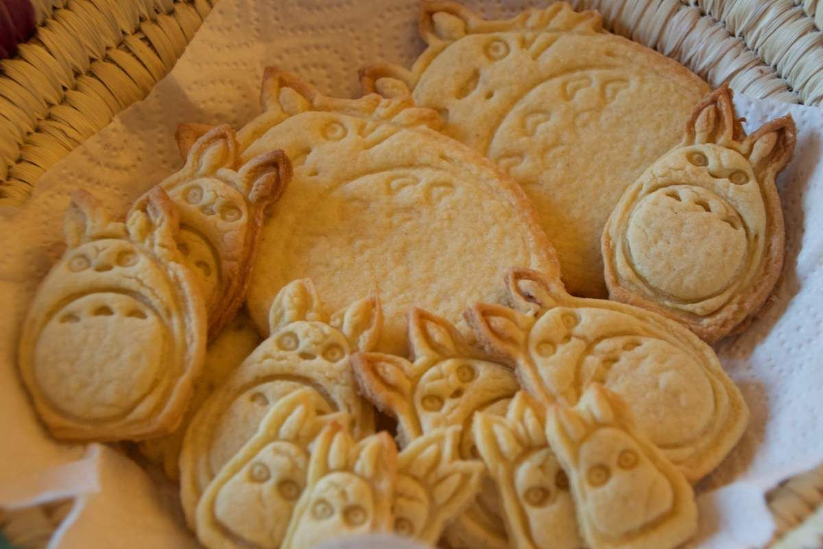 https://www.etsy.com/shop/CoolCookiesCutters?ref=hdr_shop_menu  Cookies Cutters Totoro